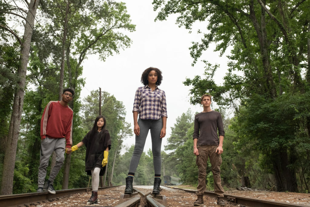 L-R: Chubs (SKYLAN BROOKS), Zu (MIYA CECH), Ruby (AMANDLA STENBERG) and Liam (HARRIS DICKINSON) in Twentieth Century Fox's THE DARKEST MINDS. Photo credit: Daniel McFadden.